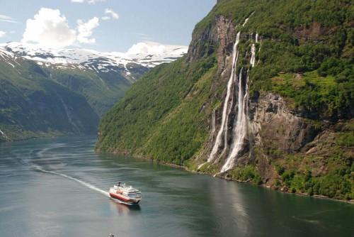 Andreas Mihatsch_ship in Geiranger Fjord.jpg