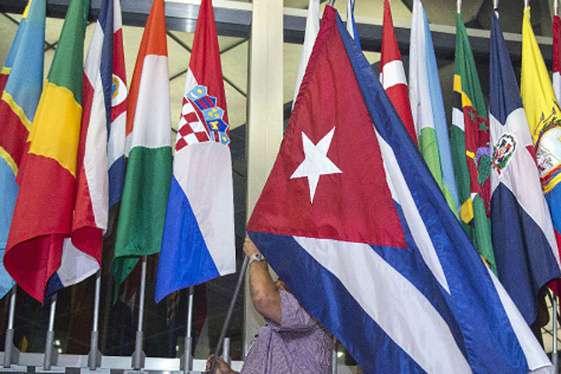 Izan la bandera cubana en el departamento de Estado de EE UU