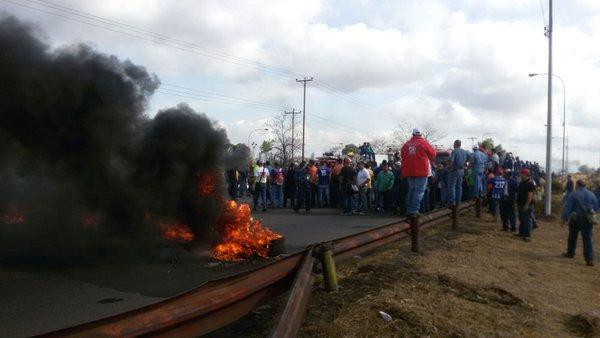 Trabajadores de Sidor protestan y exigen aumento salarial  (13)