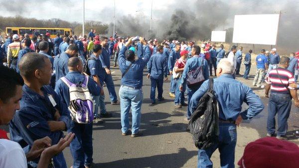 Trabajadores de Sidor protestan y exigen aumento salarial  (2)