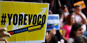 Reportan inmesas colas en todo el país para firmar por el revocatorio de Maduro (12)