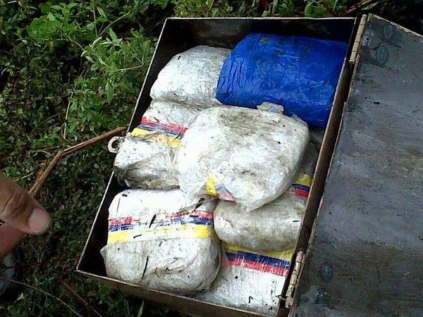 Machito del Ejército volcó en la autopista José Antonio Páez de Cojedes con 40 Kg. de droga (2)