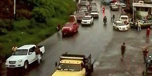 Nadie entra ni sale de San Cristóbal por la Troncal 5. Habitantes de San Josecito protestan por comida 3