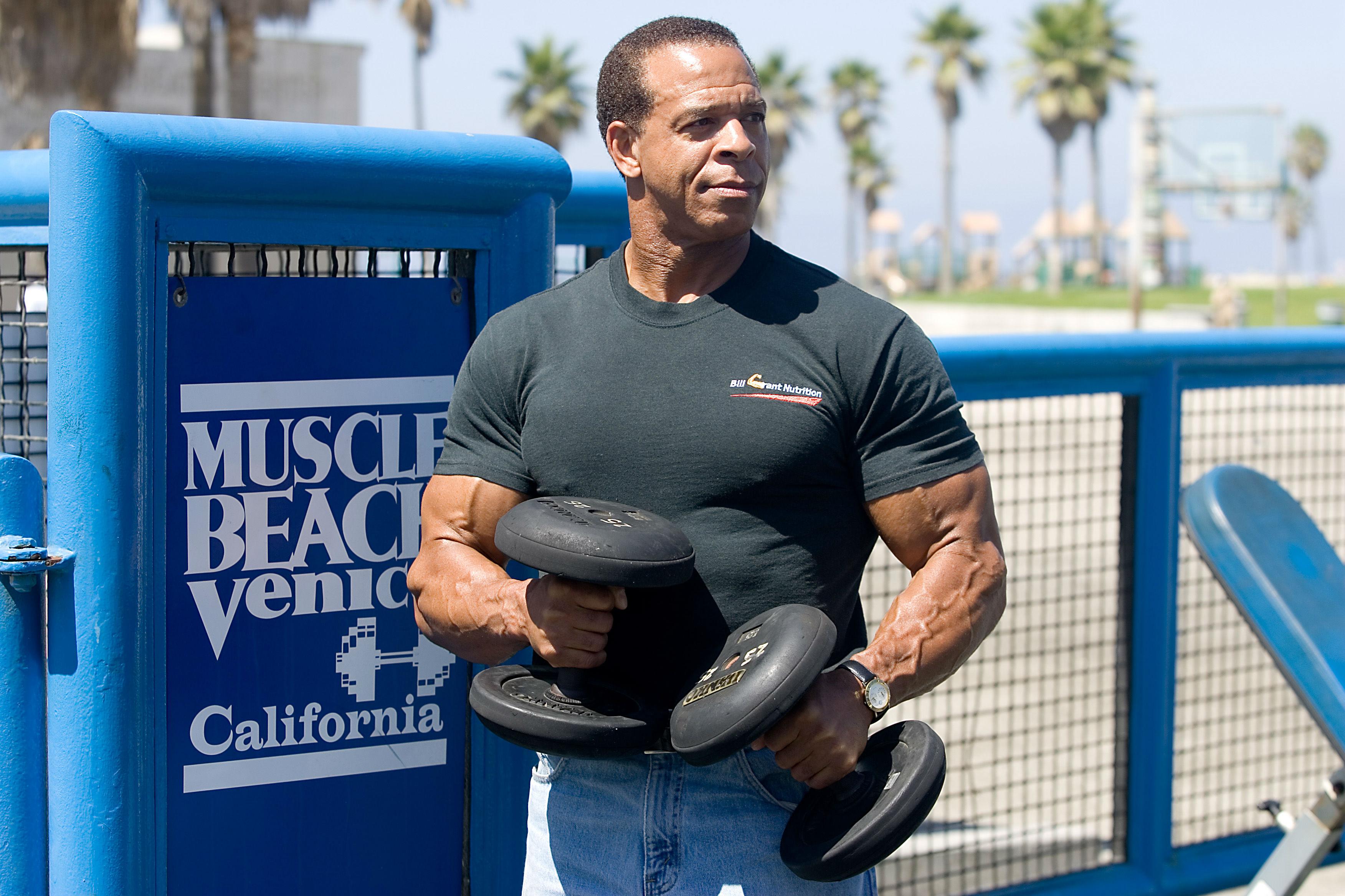 Bill Grant, 60 años De nuevo, nada muy especial con éste tipo, excepto por el hecho de que tiene 60 y se ve extremadamente musculoso.