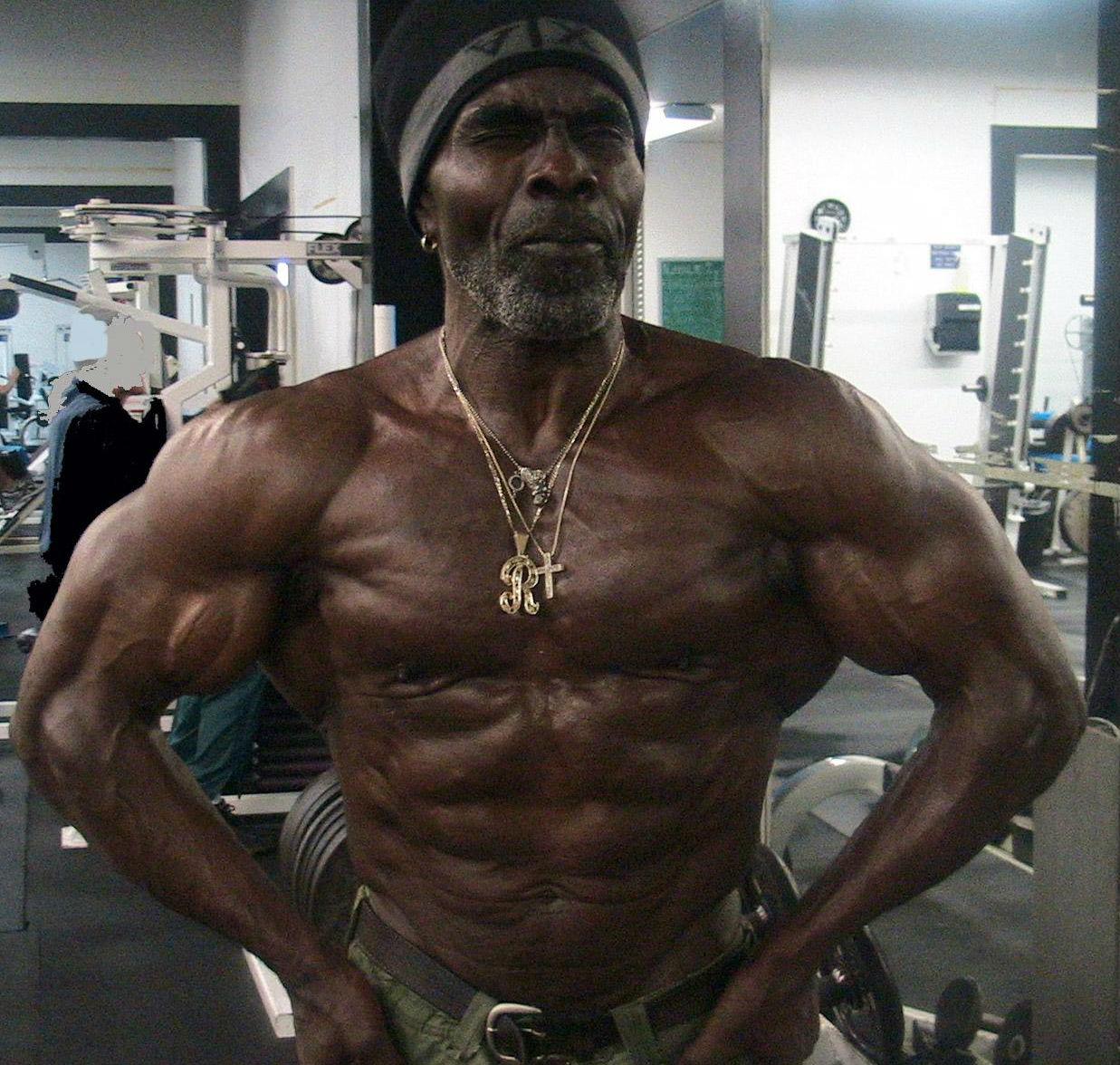 Robbie Robinson, 64 años No tengo nada interesante que decir de Robbie, lo siento. Bueno además del hecho de que se convirtió en campeón Olímpico cuando tenía 40 y tantos. Eso está bastante bien.