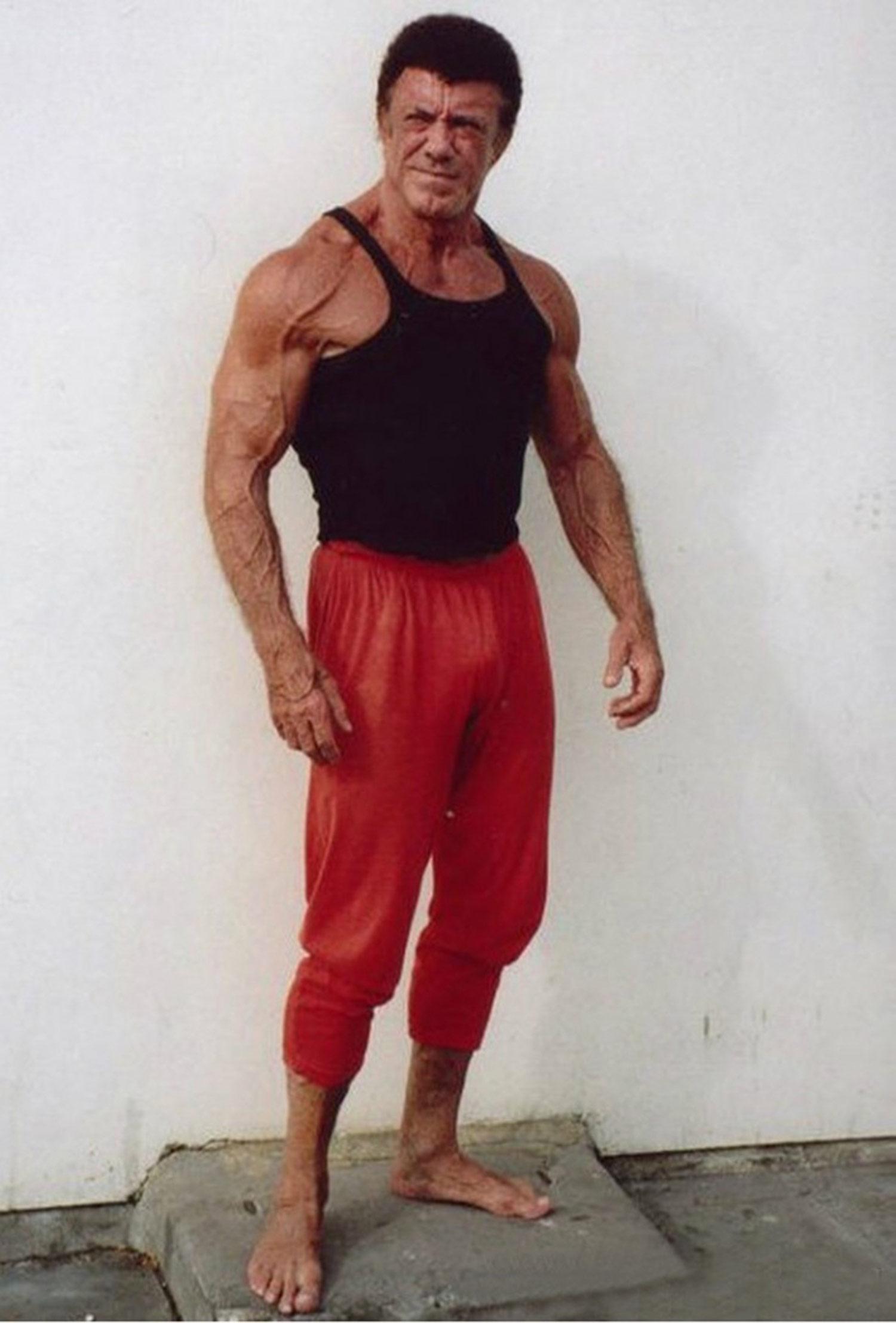 """Spencer Churchill, 74 años Un luchador profesional y un fisicoculturista increíble. Empezó a aumentar músculo cuando tenía 20 y en los siguientes 20 años se volvió muy importante en la comunidad fisicoculturista e incluso obtuvo el sobrenombre de """"Sr. Músculo Ilimitado."""""""