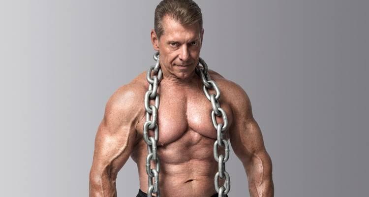 Vince McMahon, 69 años Él es el legendario Presidente de la WWE cuando apareció en la portada de la revista Muscle & Fitness!