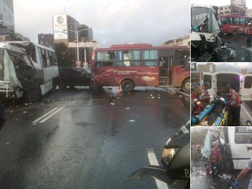 Aparatoso choque entre dos autobuses en autopista de Prados del Este (1)