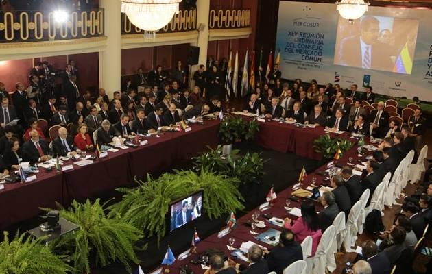 Venezuela asume