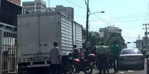 Las Imágenes del Saqueo al Camión de Harina en Maracaibo (4)