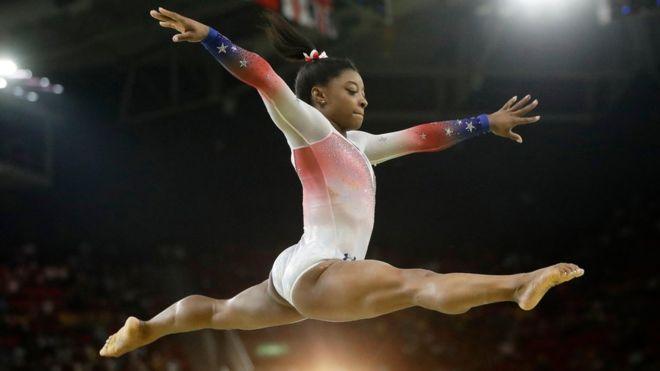 La gimnasta estadounidense Simone Biles igualó el récord de cuatro medallas de oro en esta disciplina en unas Olimpiadas.