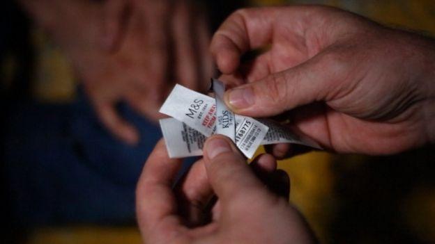Etiquetas de Marks and Spencer fueron encontradas en una fábrica en Turquía. BBC