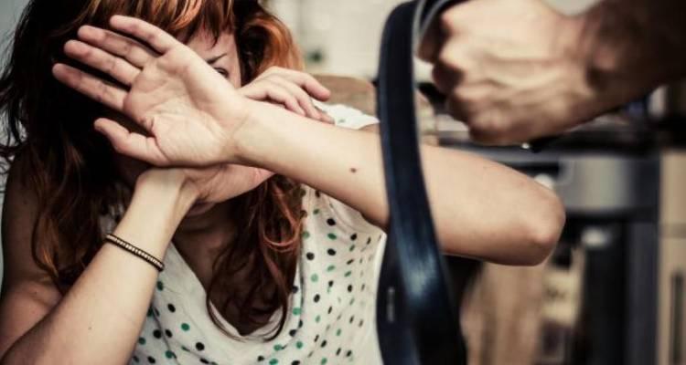 Resultado de imagen para Se permite golpear a la esposa una vez al mes