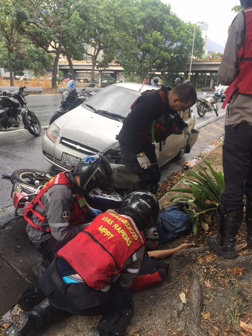 CARACAS 130618 Varios accidentes en la Autopista Francisco Fajardo (6)