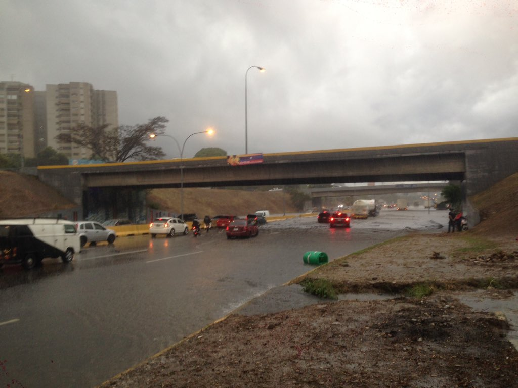 Distribuidor Altamira inundado completamente (5)