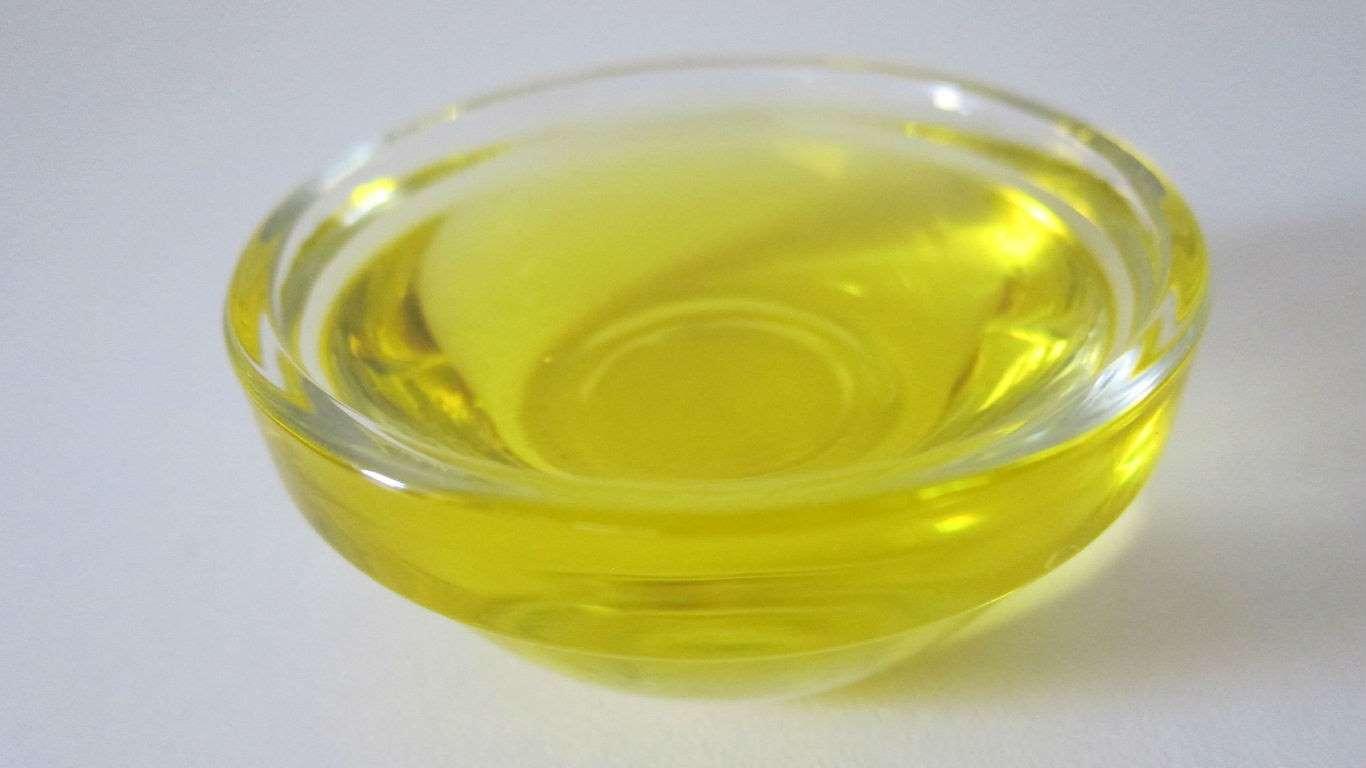 El aceite vegetal se encuentra en muchos platillos que se venden en los supermercados. Para disminuir los riesgos de contraer cáncer tienes que reducir la cantidad de platos preparados que compras y utilizar aceite de oliva en casa.