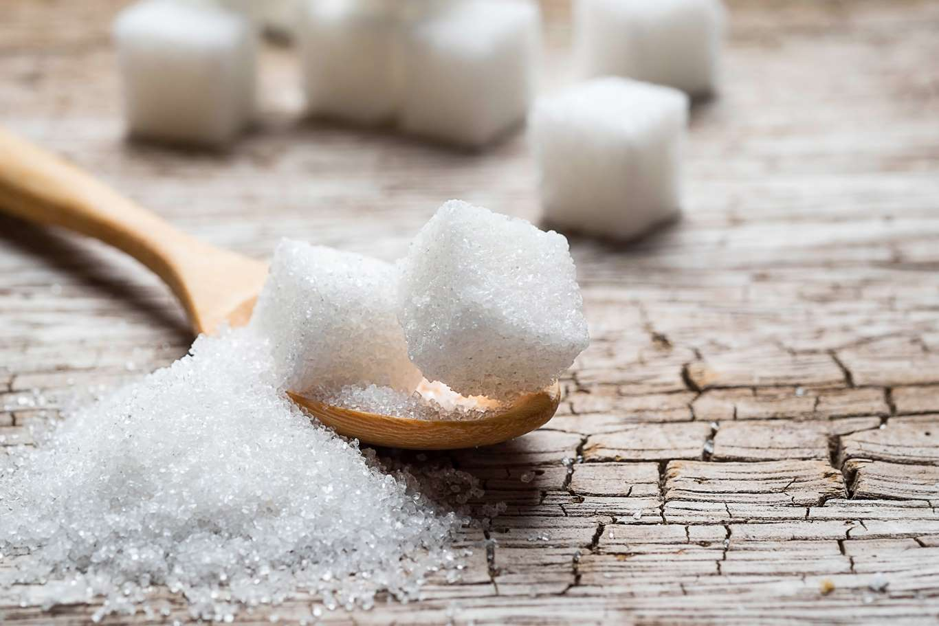 El cáncer se ve favorecido por el consumo de azúcar refinado. Este producto permite la multiplicación de células cancerosas. Entre todos los alimentos que contienen azúcar refinado el jarabe de maíz es especialmente perjudicial para la salud.