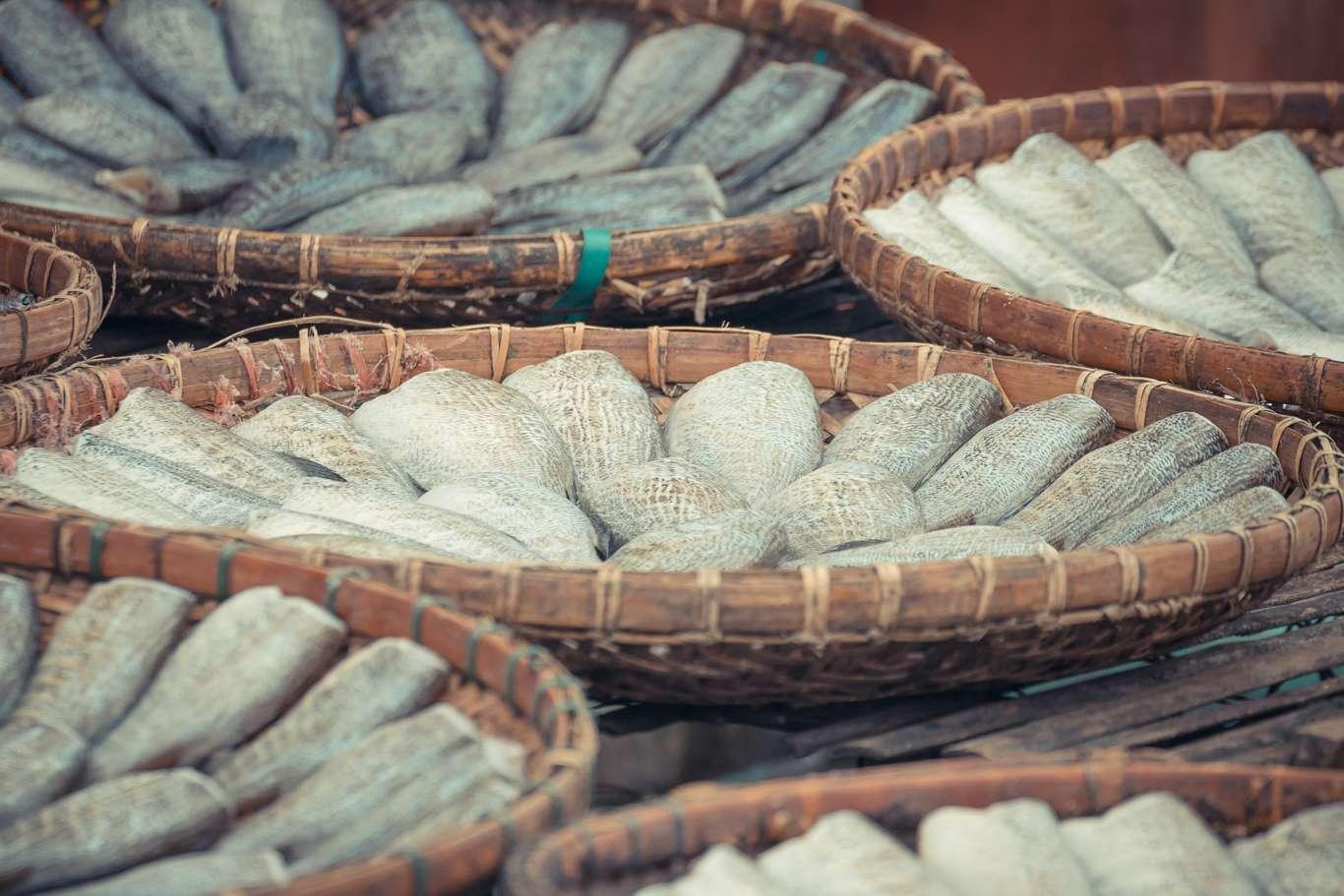 Según la Sociedad Canadiense del Cáncer, en las regiones donde se consume mucho pescado salado hay un alto nivel de cáncer nasofaríngeo. En otras palabras, consumir mucho pescado salado multiplica los riesgos de sufrir este tipo de cáncer.