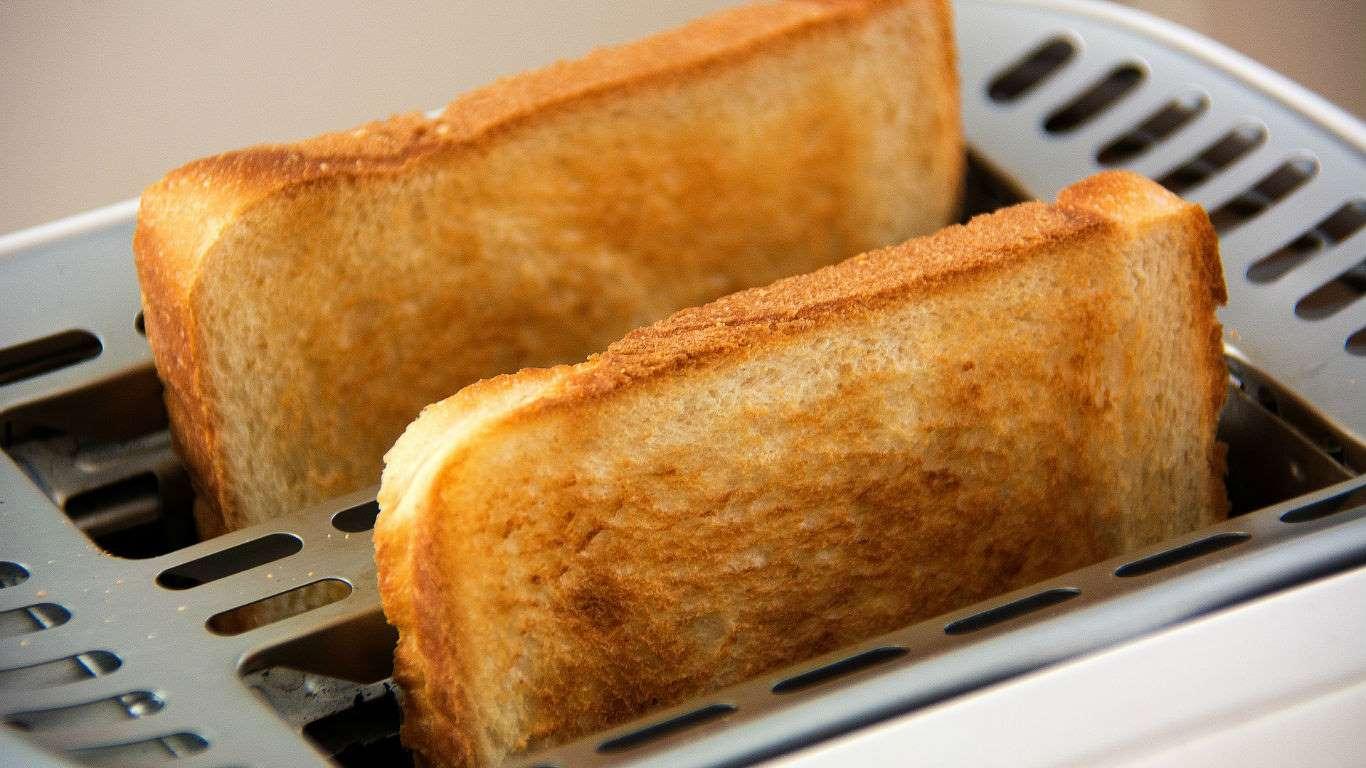 El estudio anterior también habla del pan blanco. Este popular alimento aumenta un 49% el riesgo de contraer cáncer de pulmón. Al subir el nivel de glucosa en el cuerpo, se favorece la posibilidad de desarrollar cáncer.