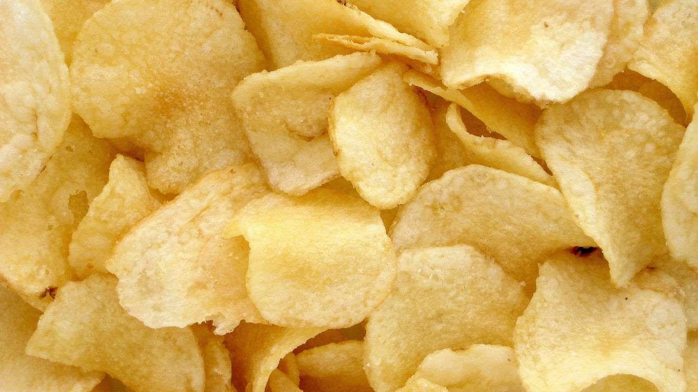 En las papas de bolsa hay 500 veces más de acrilamida que la cantidad máxima que la OMS recomienda para el agua.