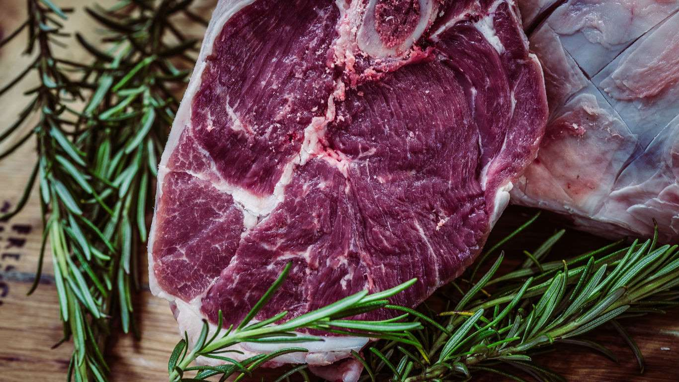 Según el mismo estudio de la OMS, las personas que consumen diariamente 100 gramos de carne roja tienen 17% más riesgo de desarrollar cáncer colorectal.