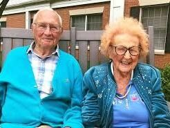 Hombre de 100 años se casa con su novia de 102