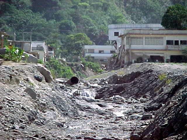 FOTOS DE LA TRAGEDIA DE VARGAS VENEZUELA DICIEMBRE 1999 (2)