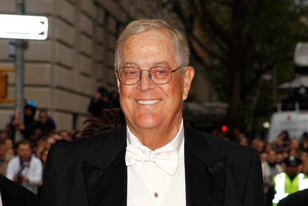 Charles y David, dos de los cuatro hermanos de la familia Koch, poseen la mayoría del conglomerado Koch Industries, la segunda empresa privada más grande de Estados Unidos. Su riqueza es de 82.000 millones de dólares.