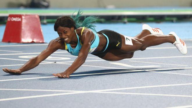 Shaunae Miller sorprendió a todos y se quedó con el oro olímpico en 400 metros luego de cruzar la meta con un clavado.