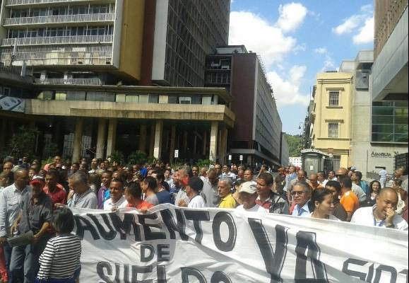 trabajadores del cne protestan