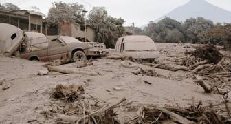 Sube a 65 la cantidad de Muertos por erupción de volcán en Guatemala