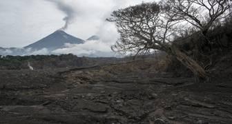 Guatemala sube a 332 cifra de desaparecidos por erupción