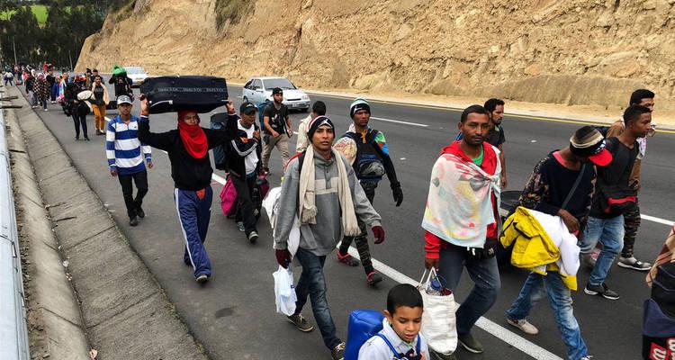 venezolanos huyen hacia ecuador