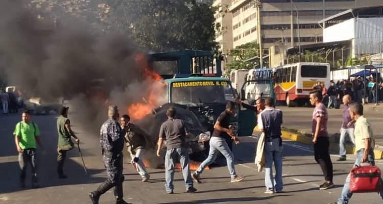Mujer muere tras choque de vehículo de la GNB