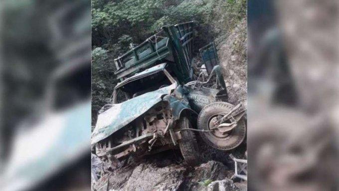 Encuentran vehículo con diez cuerpos carbonizados en MEXICO