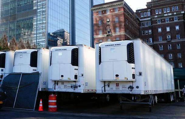 Instalan morgues improvisadas en Nueva York preparándose para el aumento de muertos del COVID19