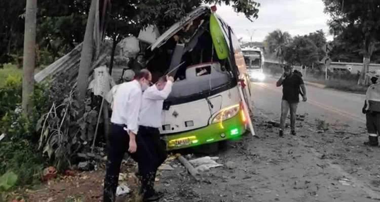 Accidente de autobús que repatriaba a venezolanos deja dos muertos en Colombia