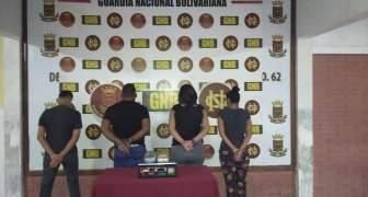 GNB capturó a 04 ciudadanos con dos panelas de droga en el estado Bolívar