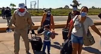 MIGRANTES ENTRAN A VENEZUELA DESDE BRASIL