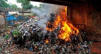 Quema de desechos en Venezuela ante fallas del servicio de aseo urbano (1)