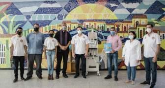 La Alcaldía de Maracaibo y la Arquidiócesis entregaron un respirador al hospital Universitario