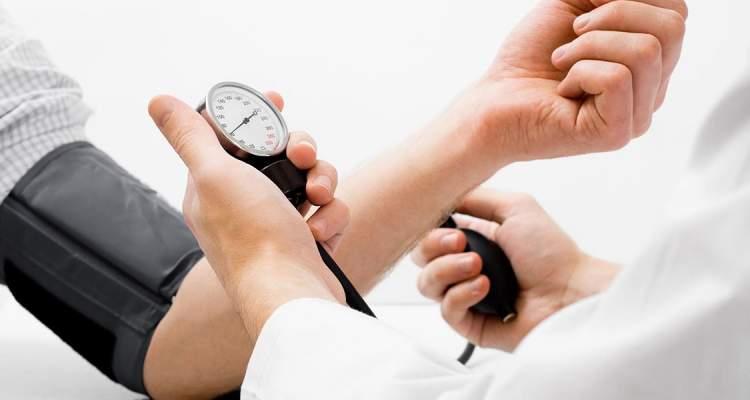 Personas controlan su hipertensión