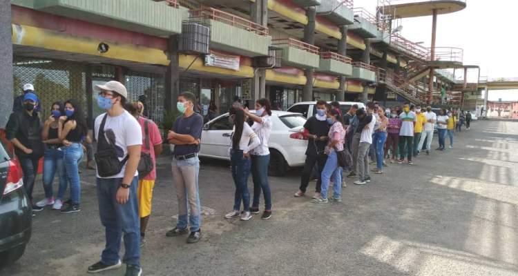 Colas para el Registro Electoral 2