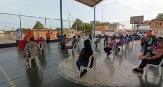 PC Maracaibo imparte charla a comerciantes del mercado Altos de Jalisco para la prevención del Covid-19