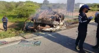 VENEZUELA: 8 muertos dejó volcamiento e incendio de un autobus en Coro