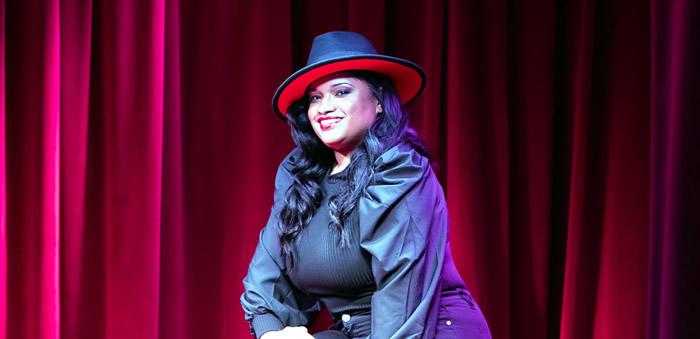 Judy Santos debuta top 25 en Billboard