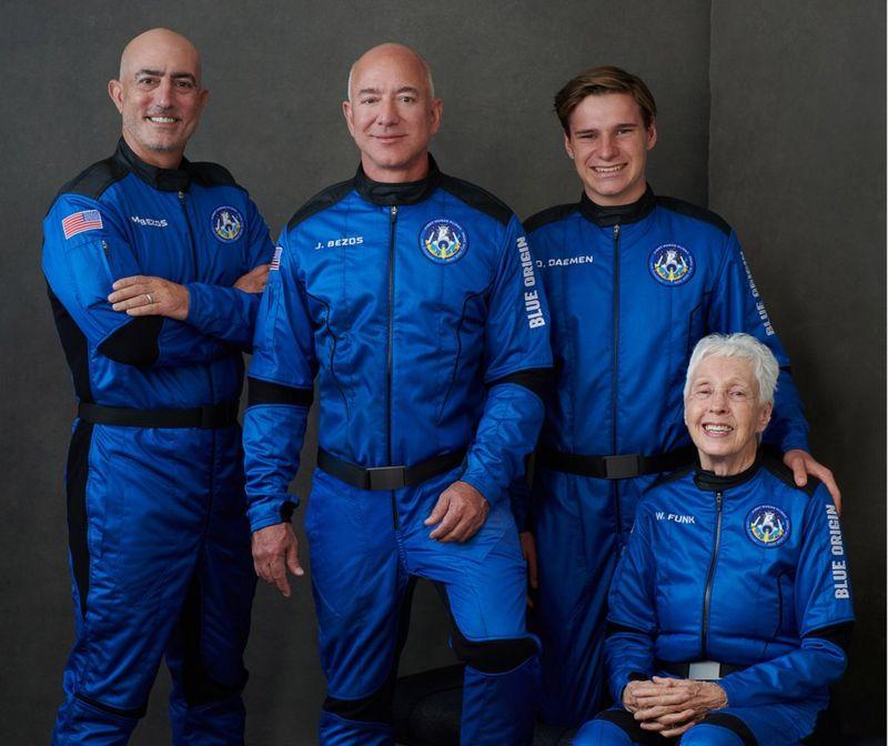 La tripulación del New Shepard Mark Bezos Jeff Bezos Oliver Daemen Wally Funk.