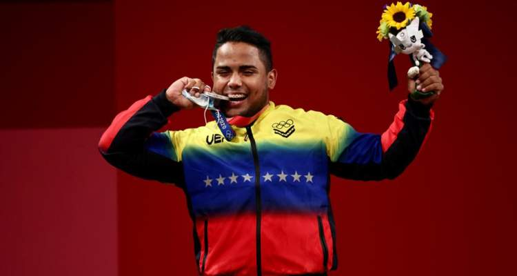 Venezolano Keydomar Vallenilla se alza con medalla de plata en Tokyo 2020
