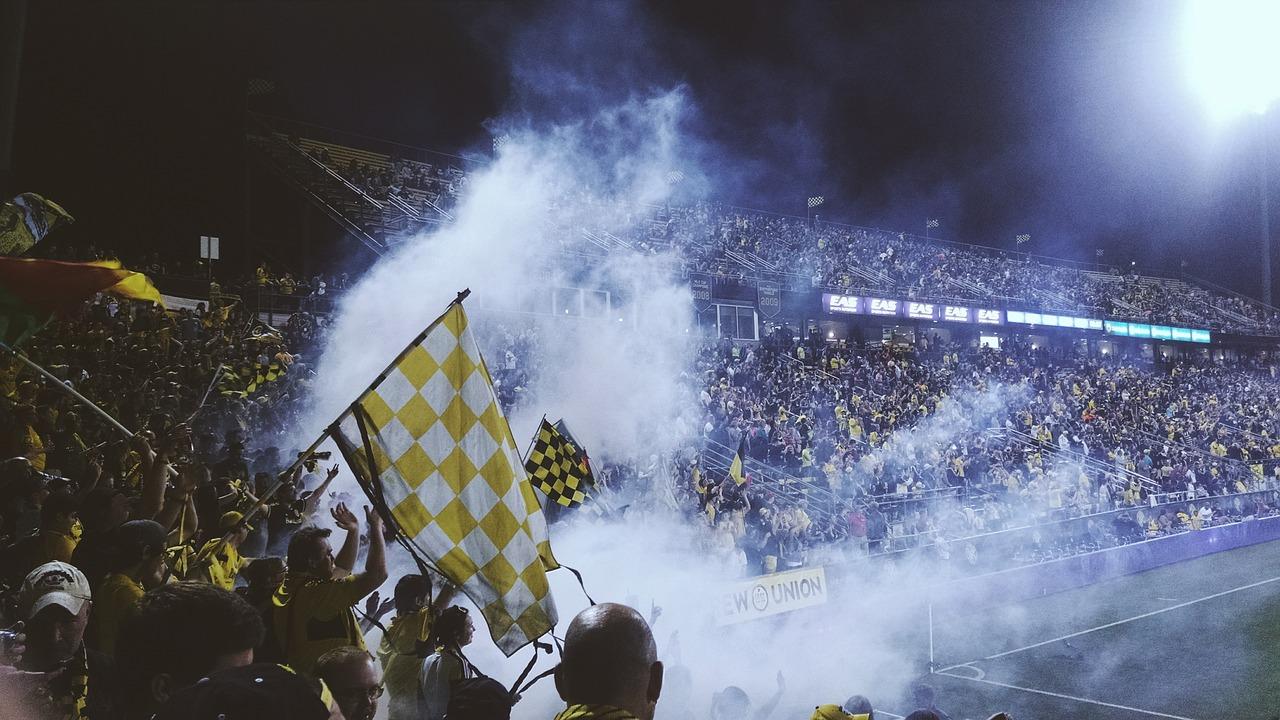 Asistir a un partido de fútbol en el estadio