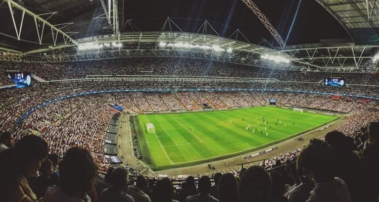 Asistir a un partido de fútbol en el estadio (2)